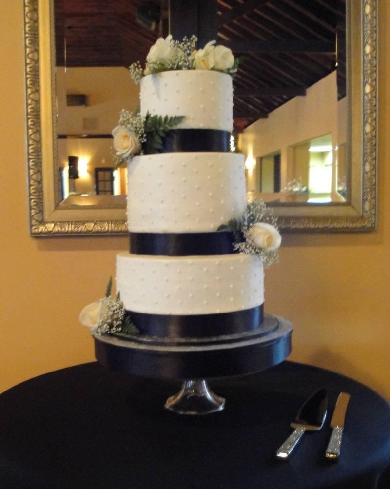 Elegant Black & White Wedding Cake