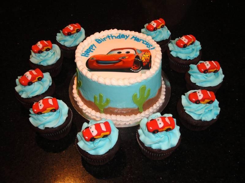 Lightning McQueen Cake & Cupcakes