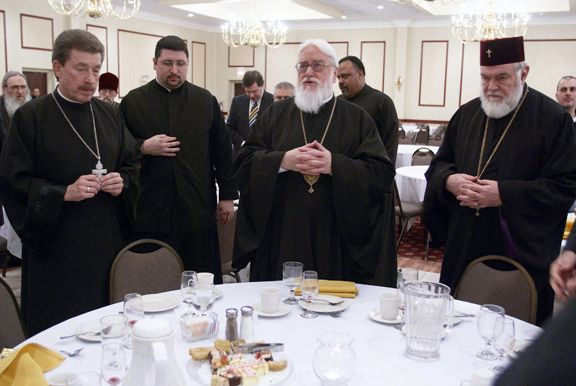 The hierarchs bless the meal