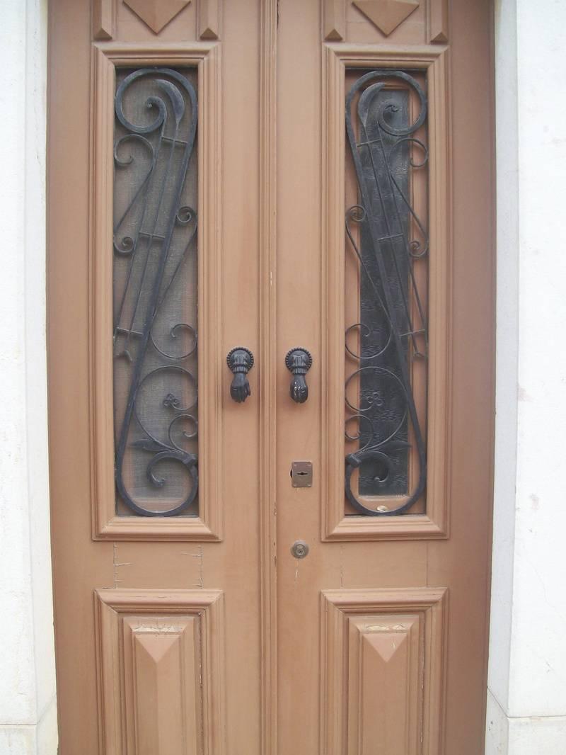 Typical Taviran doorway