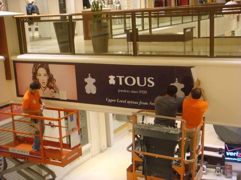 Installing 3M full color vinyl in Aventura Mall.