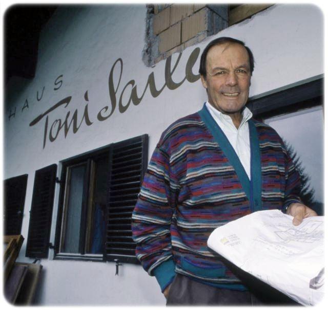 Toni Sailer in 1998 in front of his house in Kitzbühel