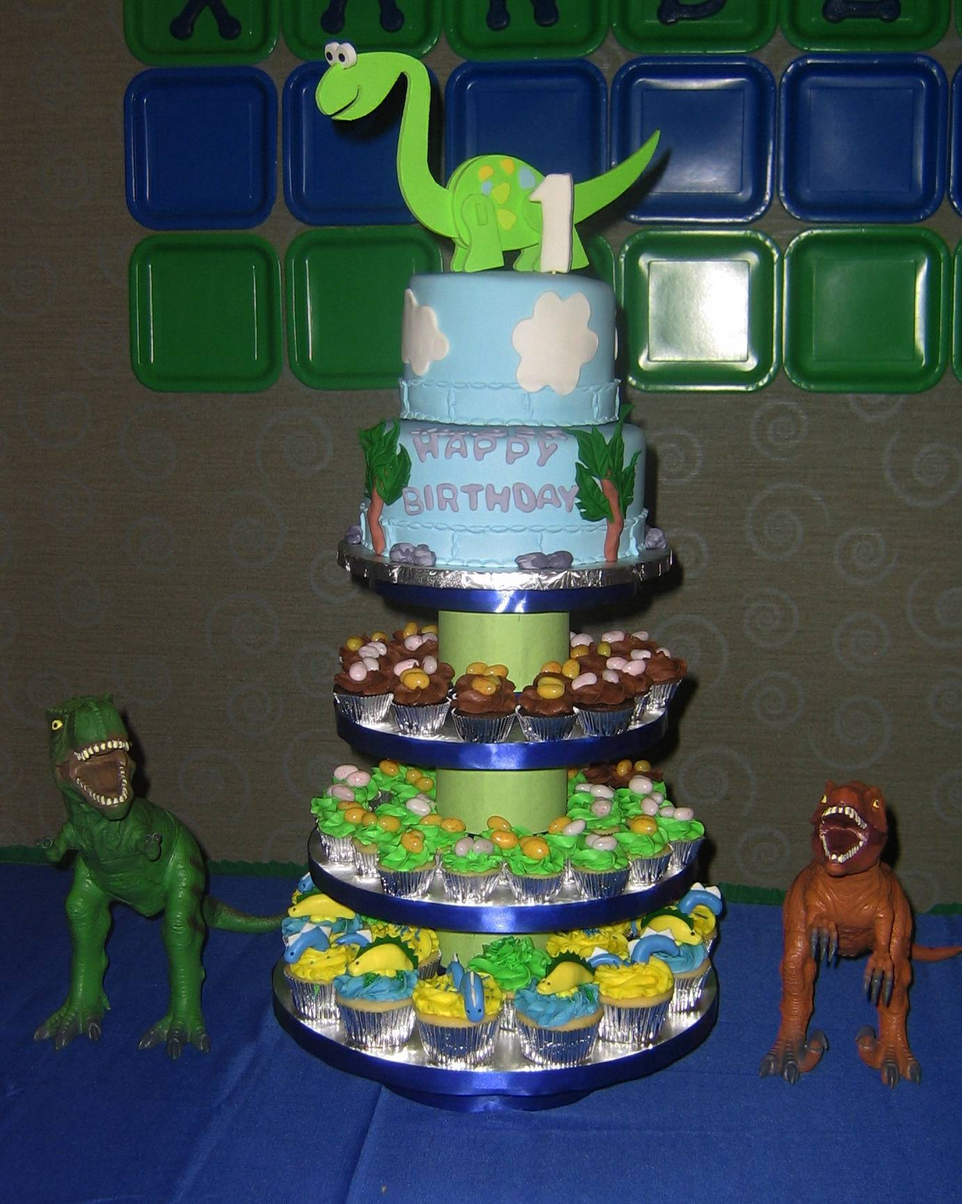 Dinasour Cake and Cupcakes