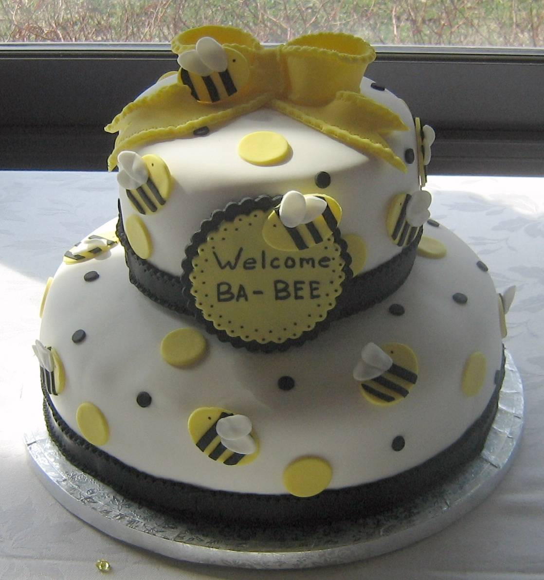 Welcome Ba-Bee Shower Cake
