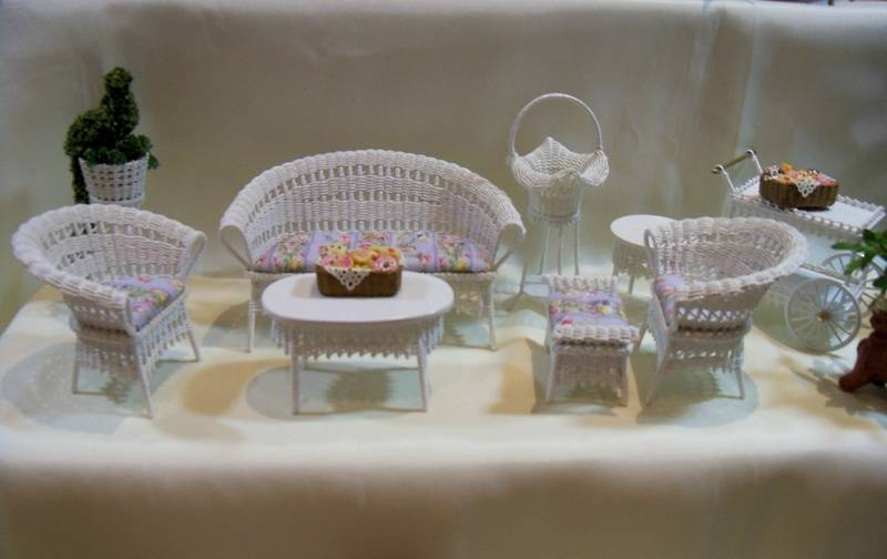 Assorted white wicker pieces