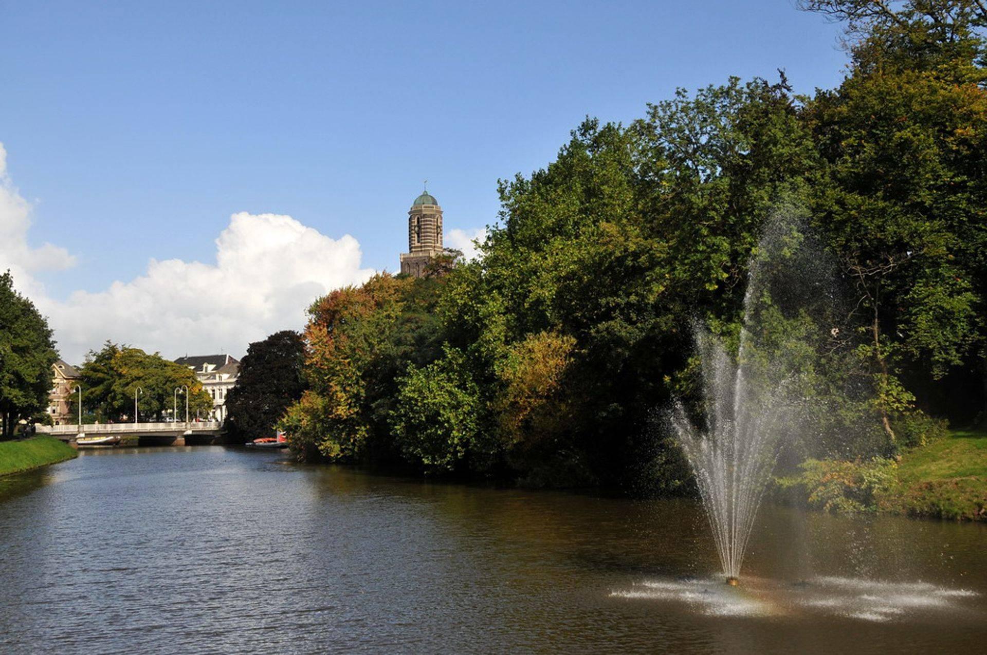 Park bij de Sassenpoort en Peperbus Zwolle