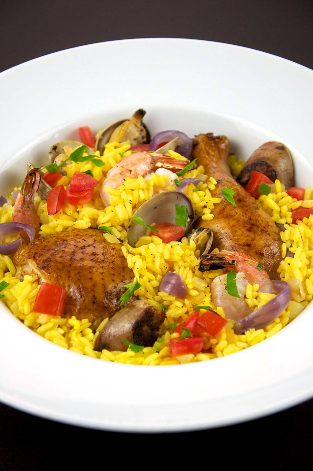 Paella Royale, poulet, lapin, gambas, langoustines, fruits de mer