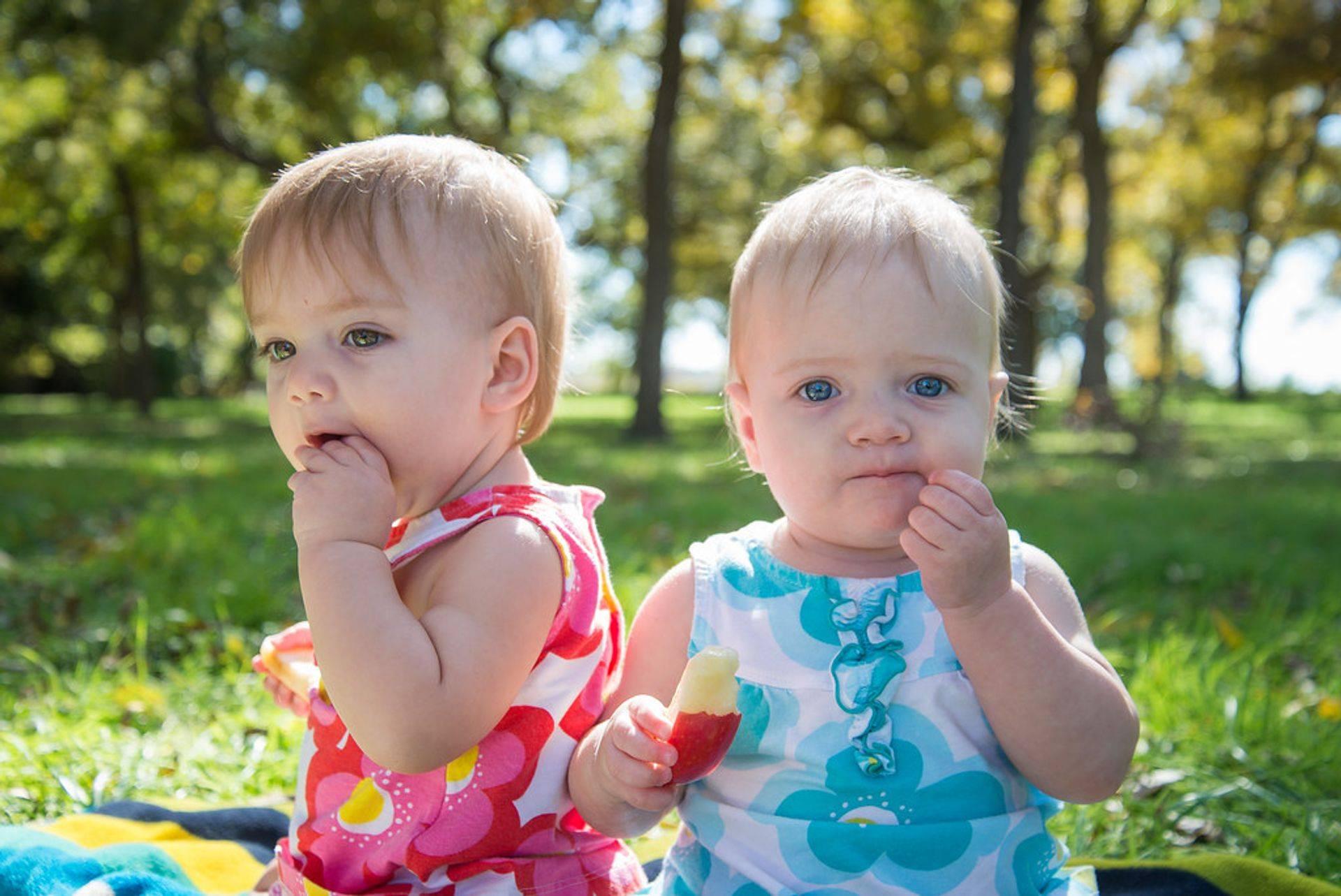 Happy Twins Outdoor