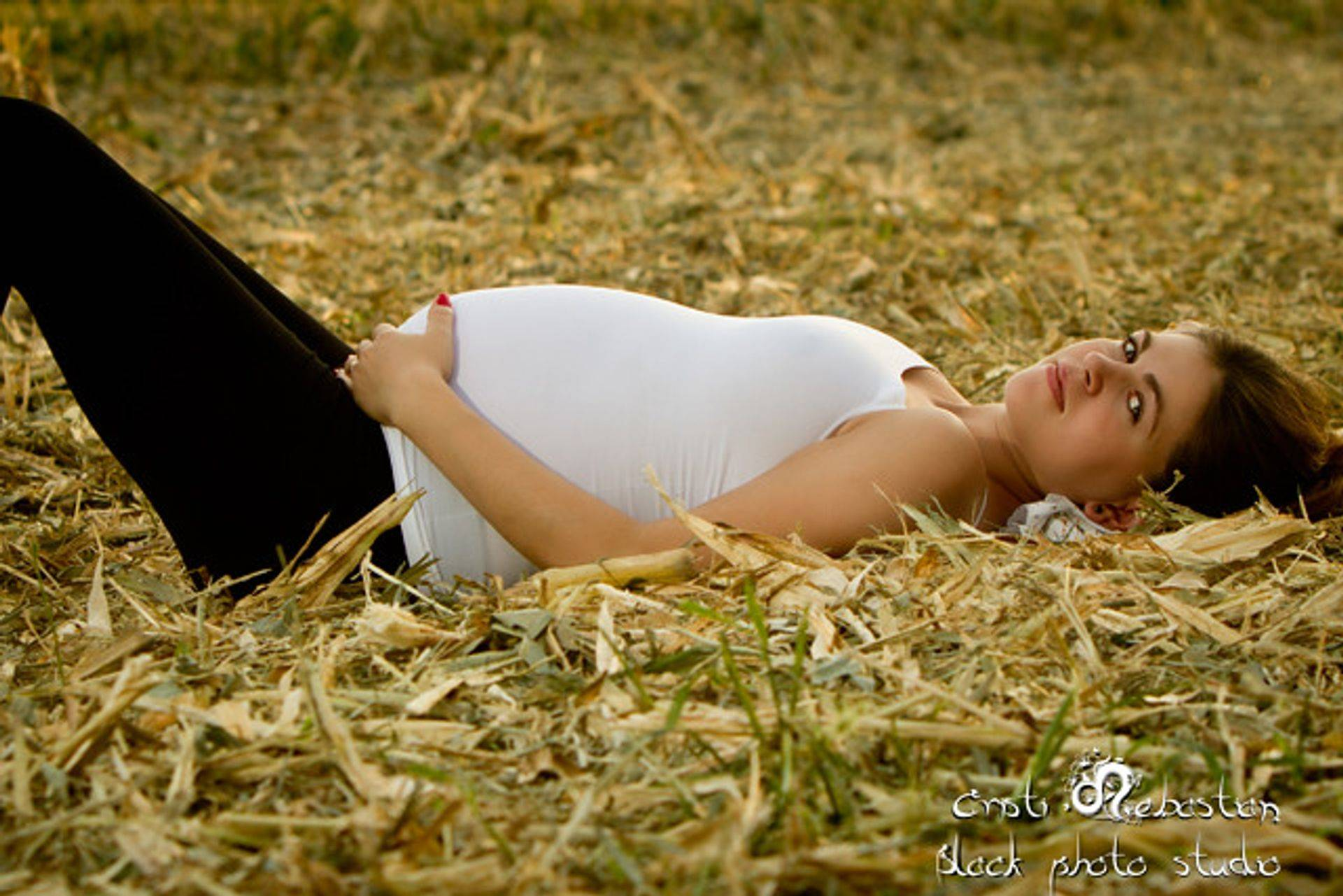 Pregnant mom outdoors