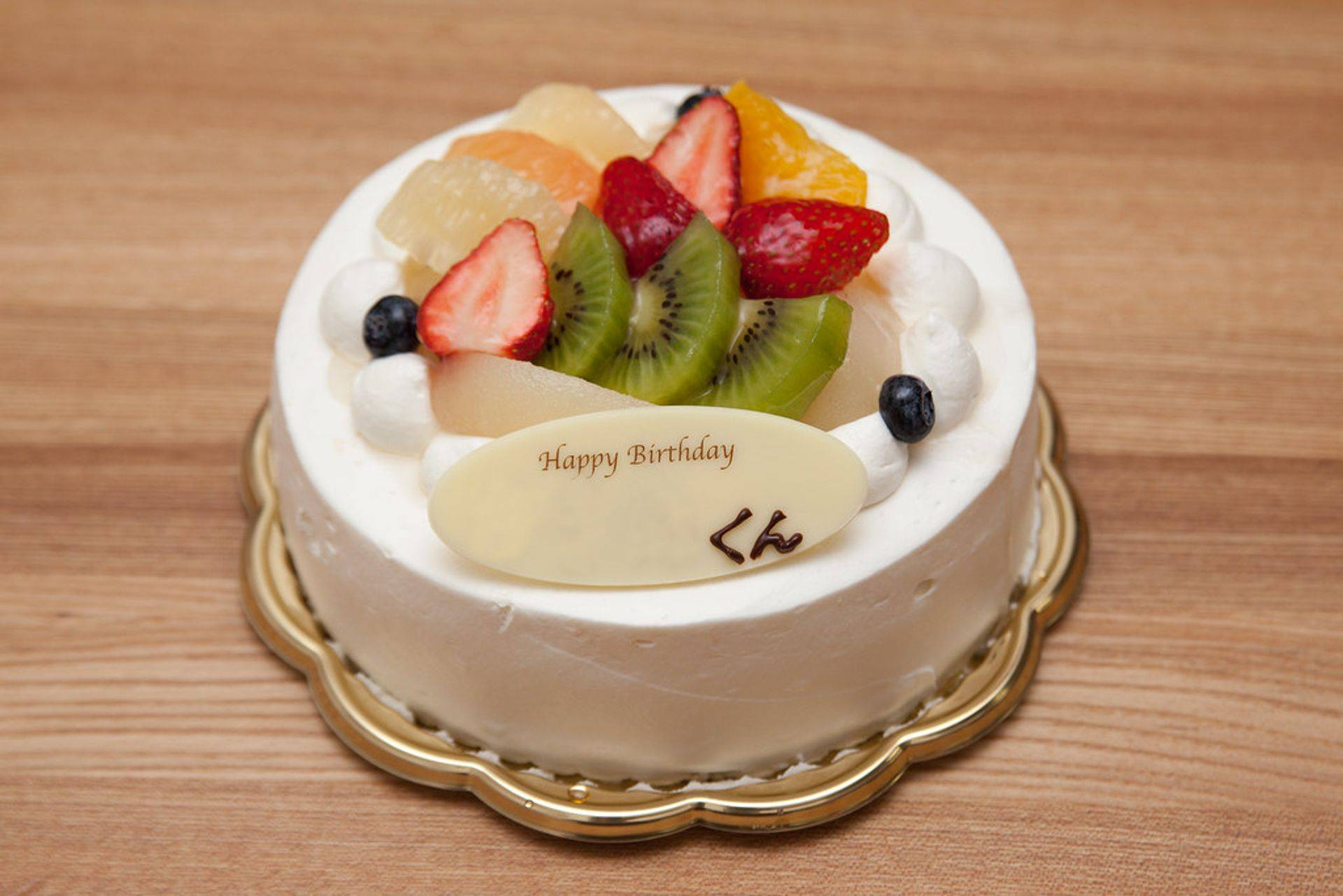 Vanilla Cake, cream cheese icing, topped with fresh fruit