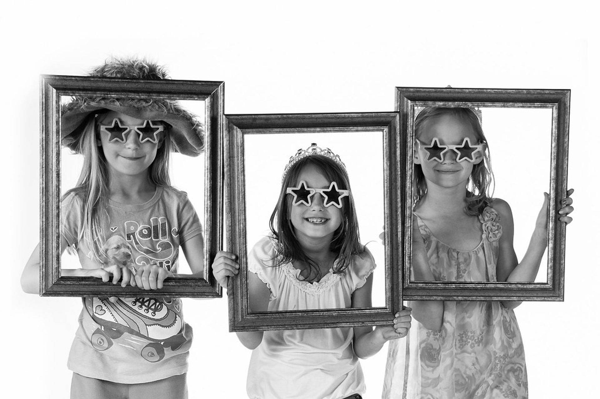 Three girls ahving frame fun
