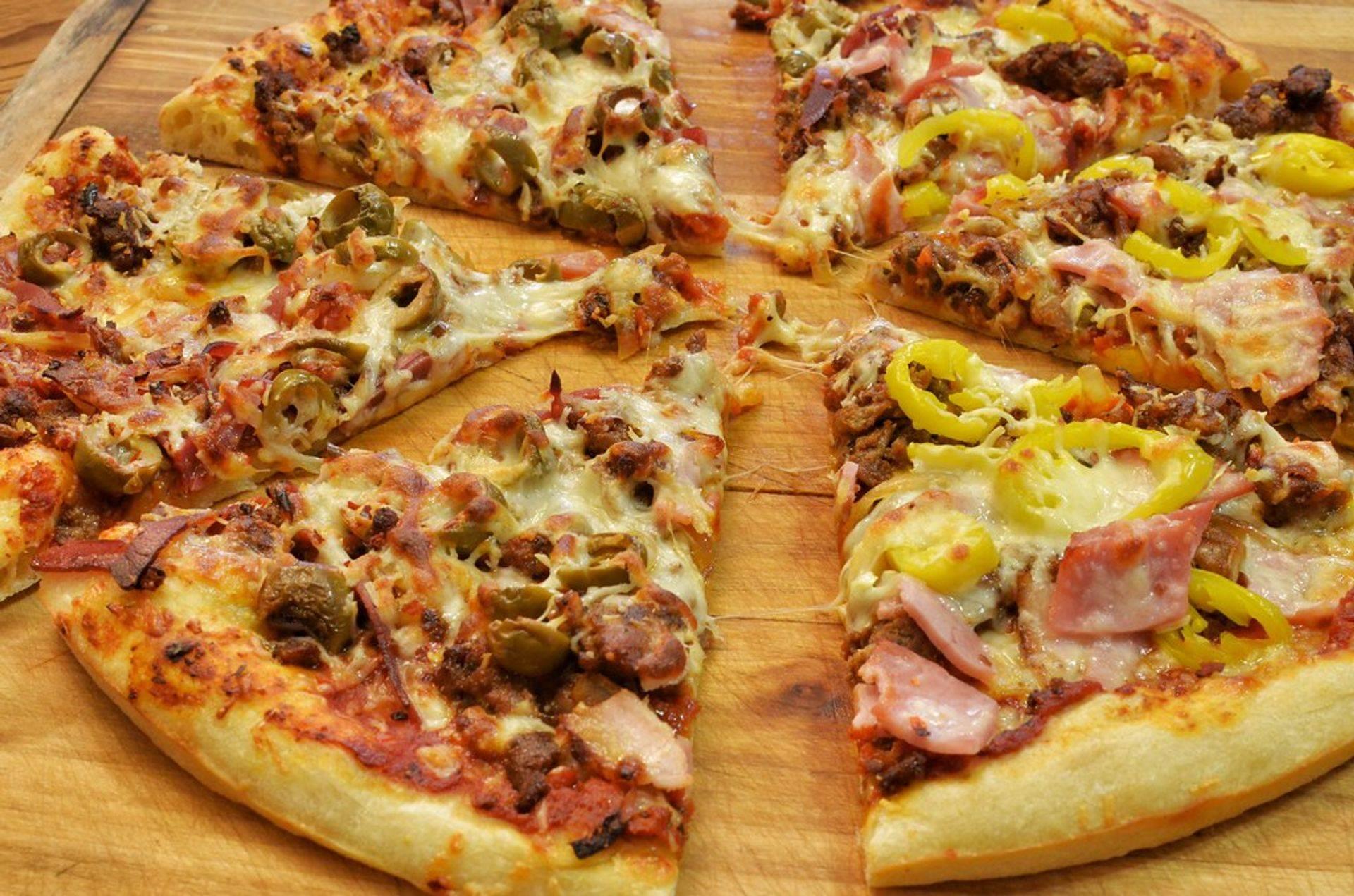 Mamamiya  Pizzas baked fresh