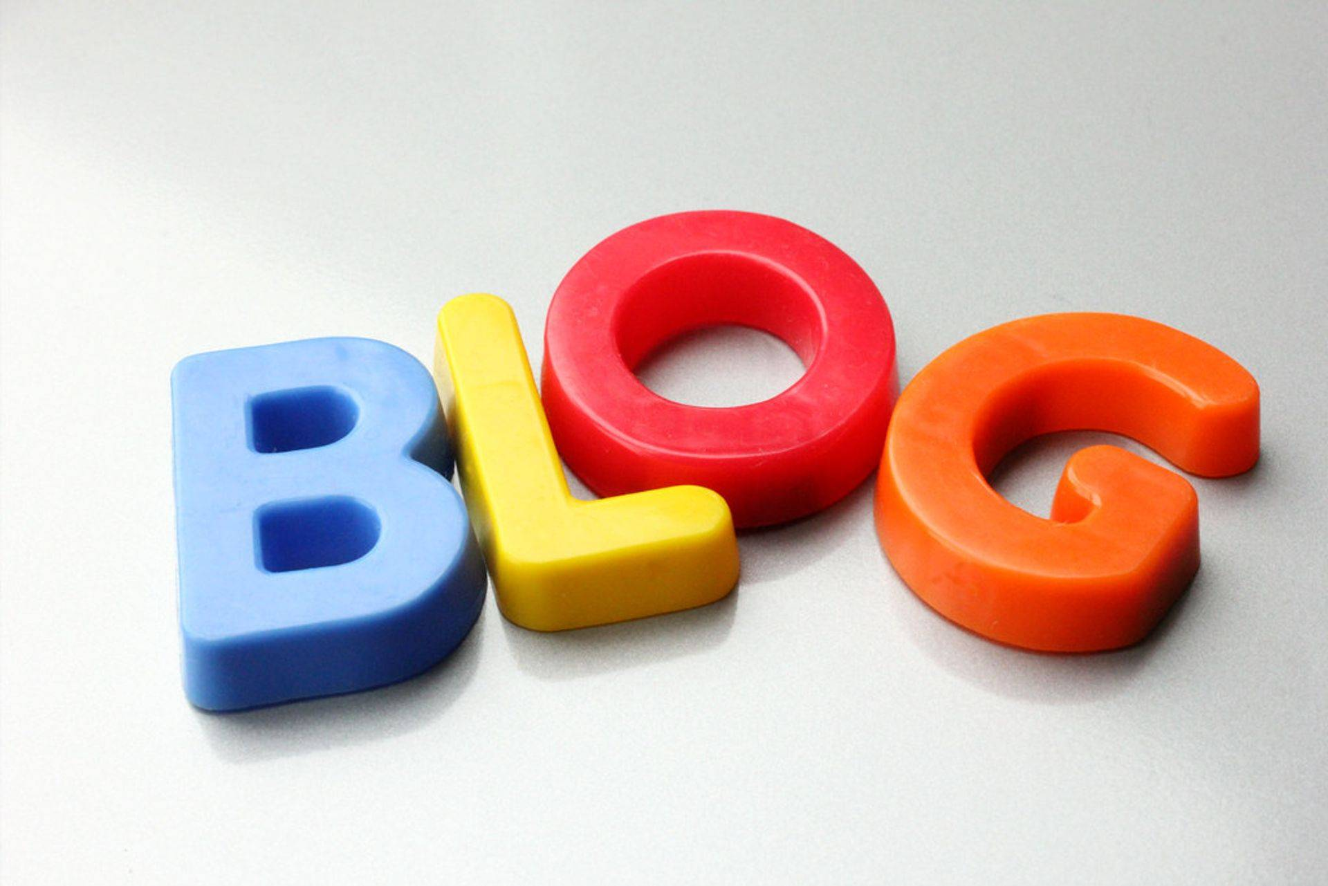 Competitive Advantage offers Blogging & Aritcles
