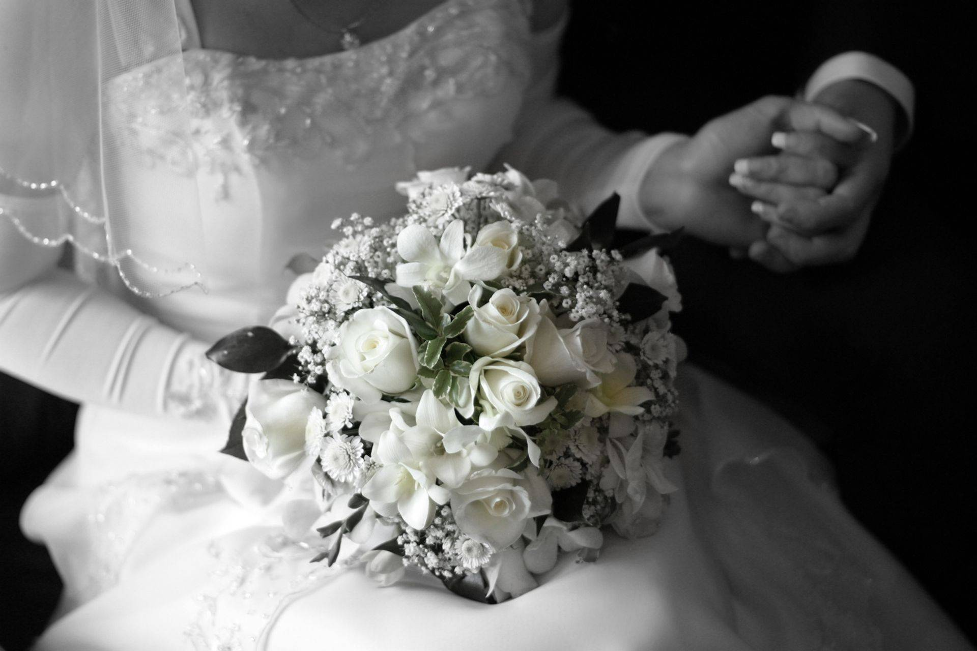 Real weddings! Suzie H. Bridal party, bouquets from Wedding Fantasy Bridal.