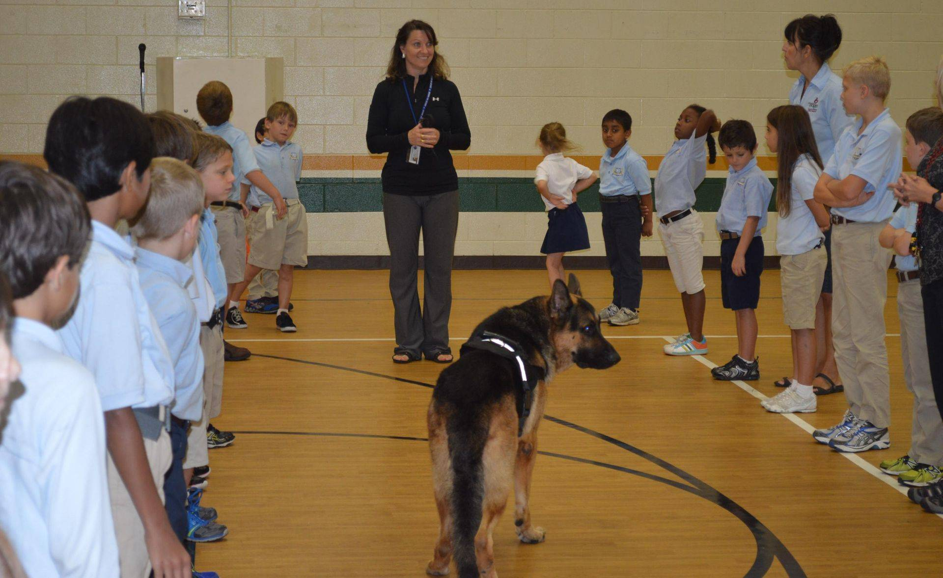 Judge & Annette teaching children about dogs