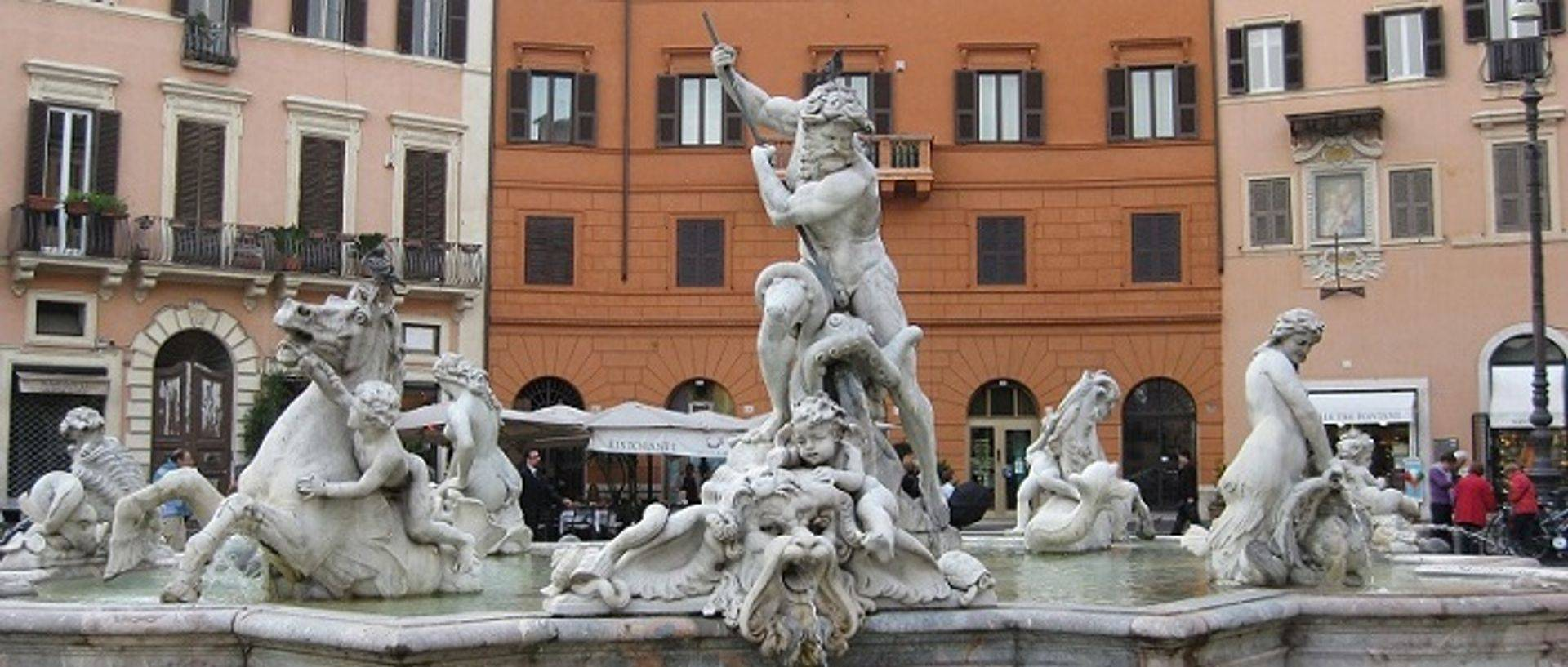 "womens travel.jpg alt= womens travel, neptune fountain, rome , italy "">"