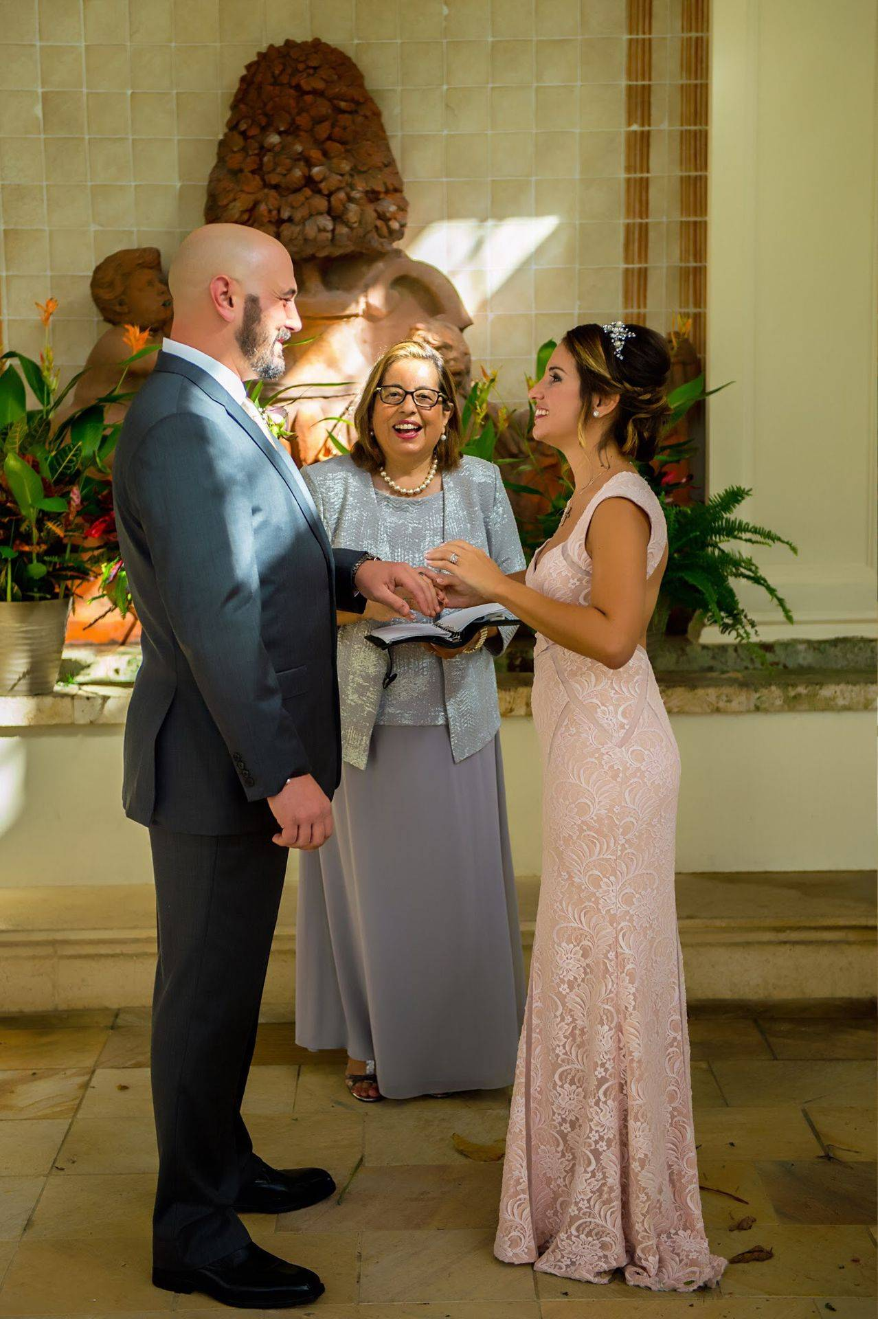 Bilingual wedding officiant -www.weddingsbycecilia.com