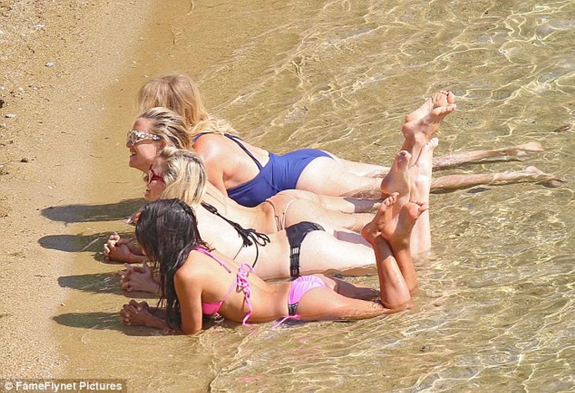 Kate Hudson , sunbathing Happiness in Greece