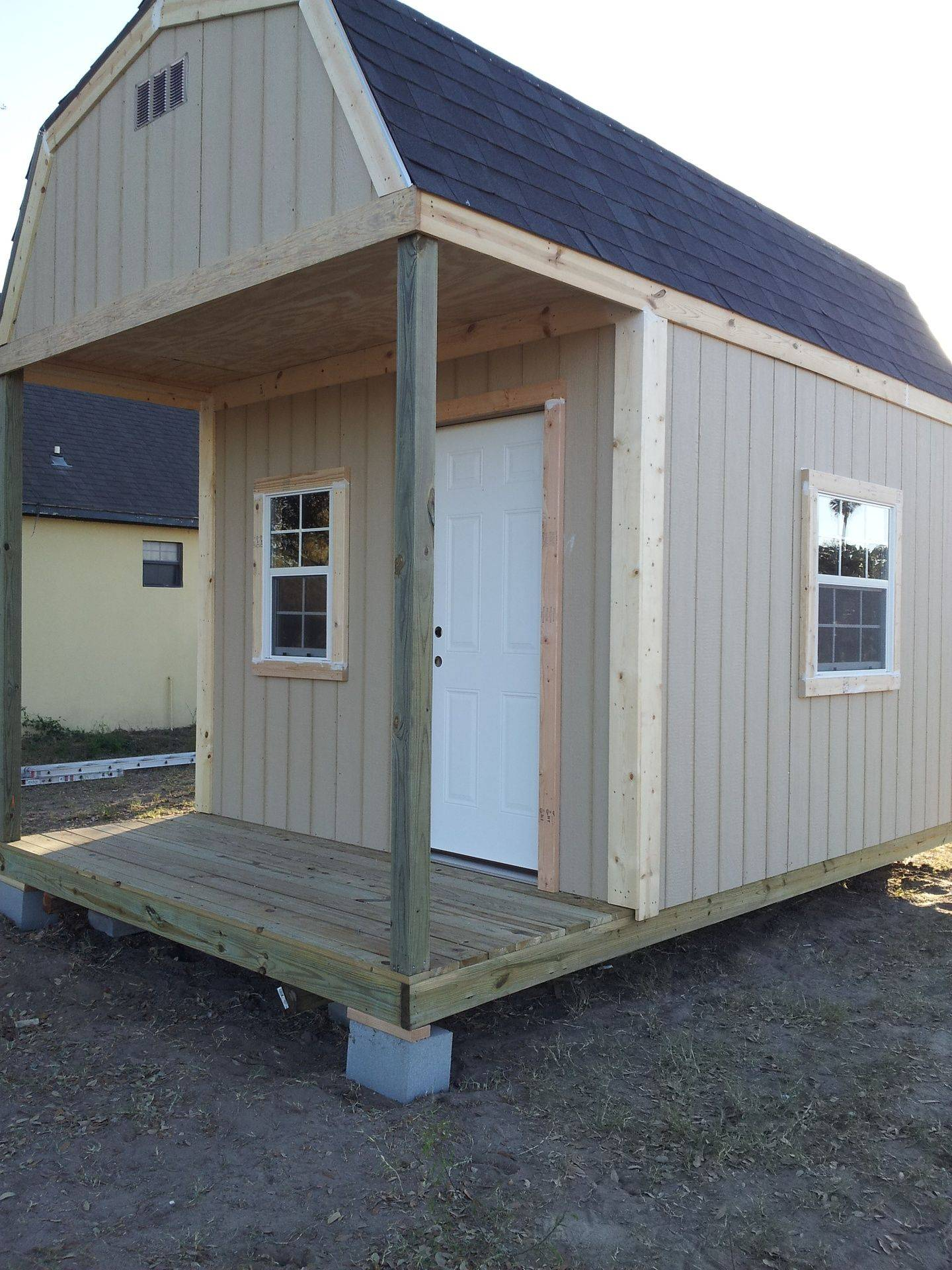 10'x16'x12' Barn with porch