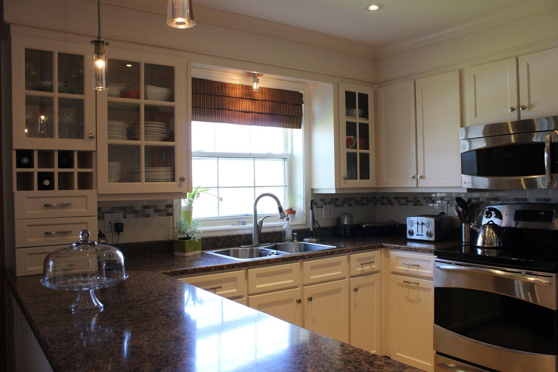 Professional kitchen cabinet refacing halifax dartmouth for Kitchen cabinets halifax