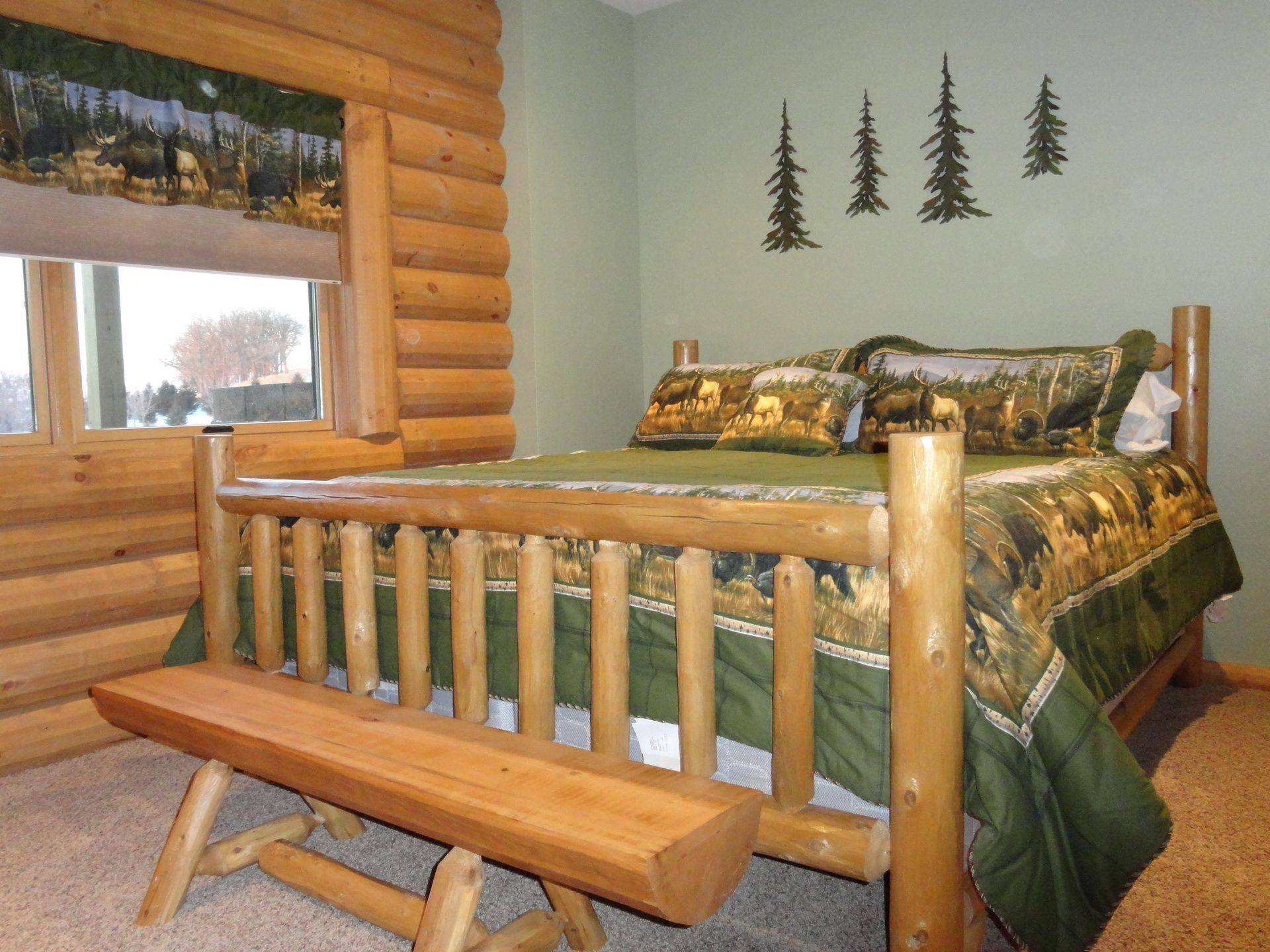 Log bed in Outdoorsman