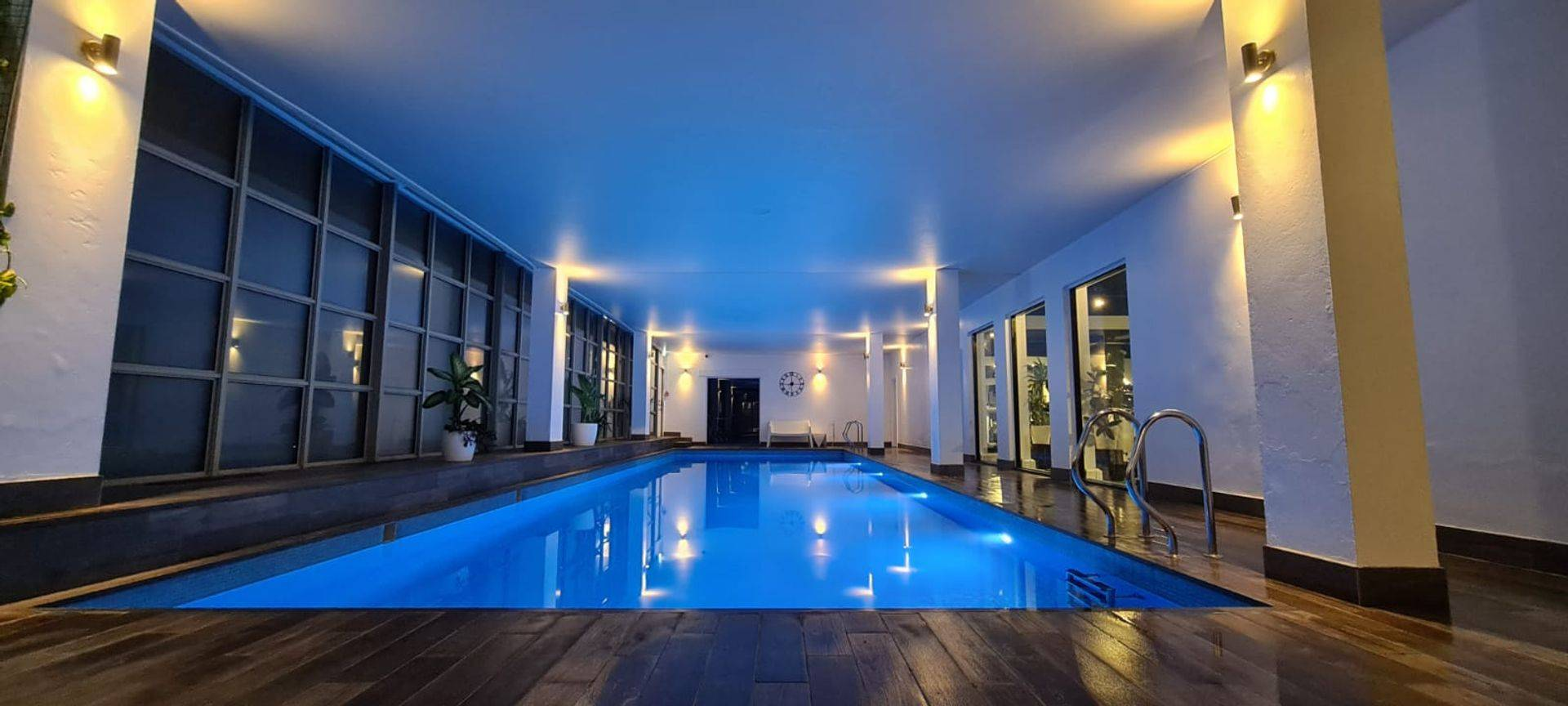 luxury pool swimming lessons in london