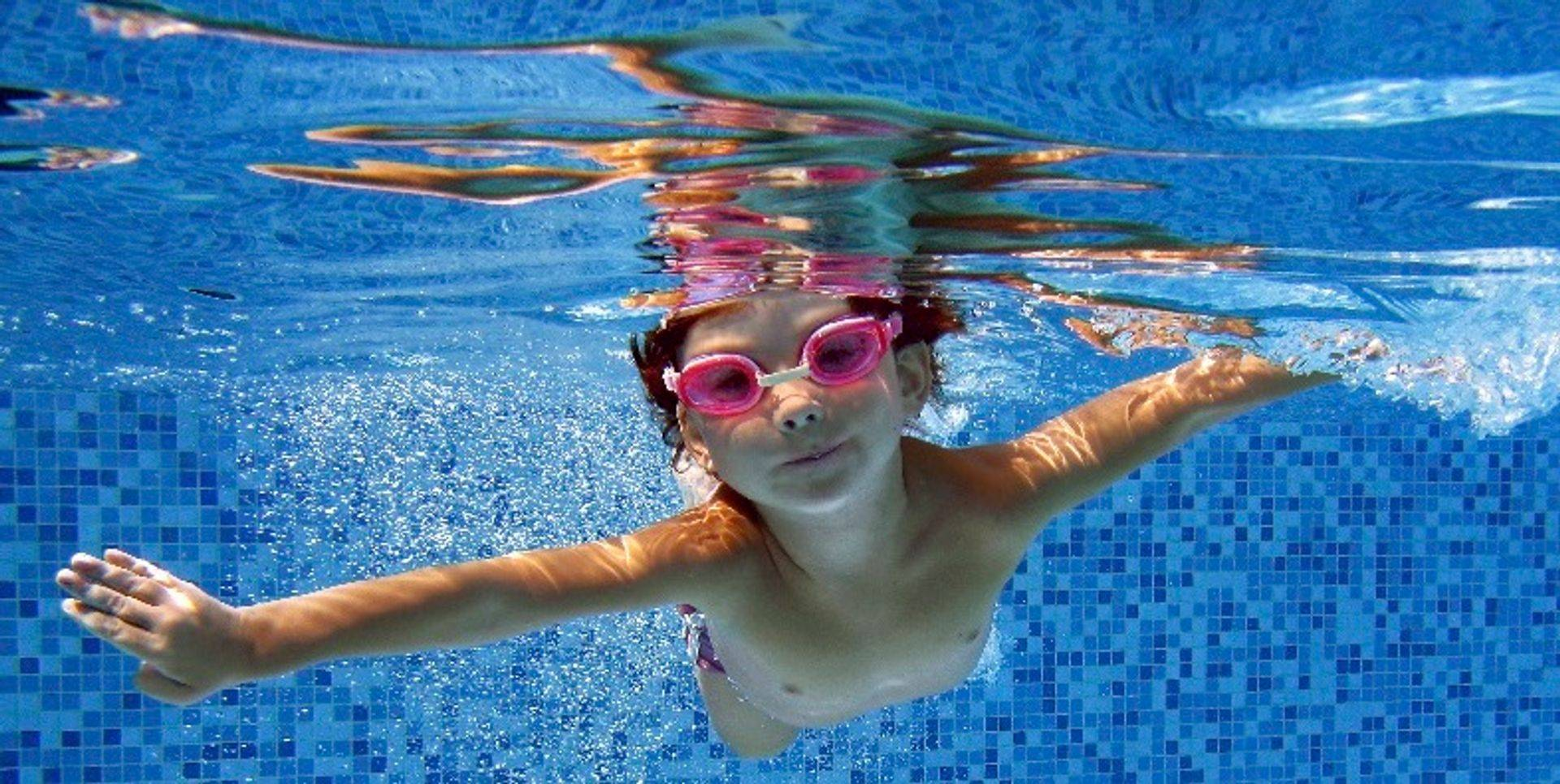 CHILDREN SWIM LESSONS