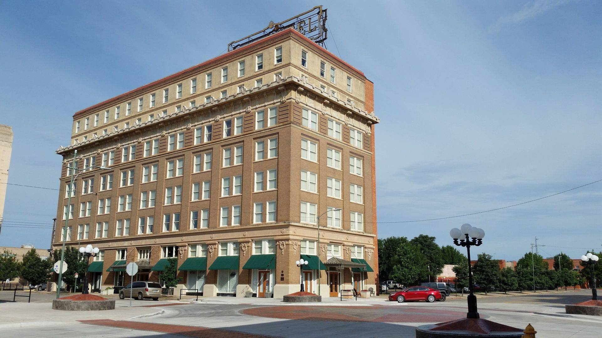 Historic Holt Hotel Apartments
