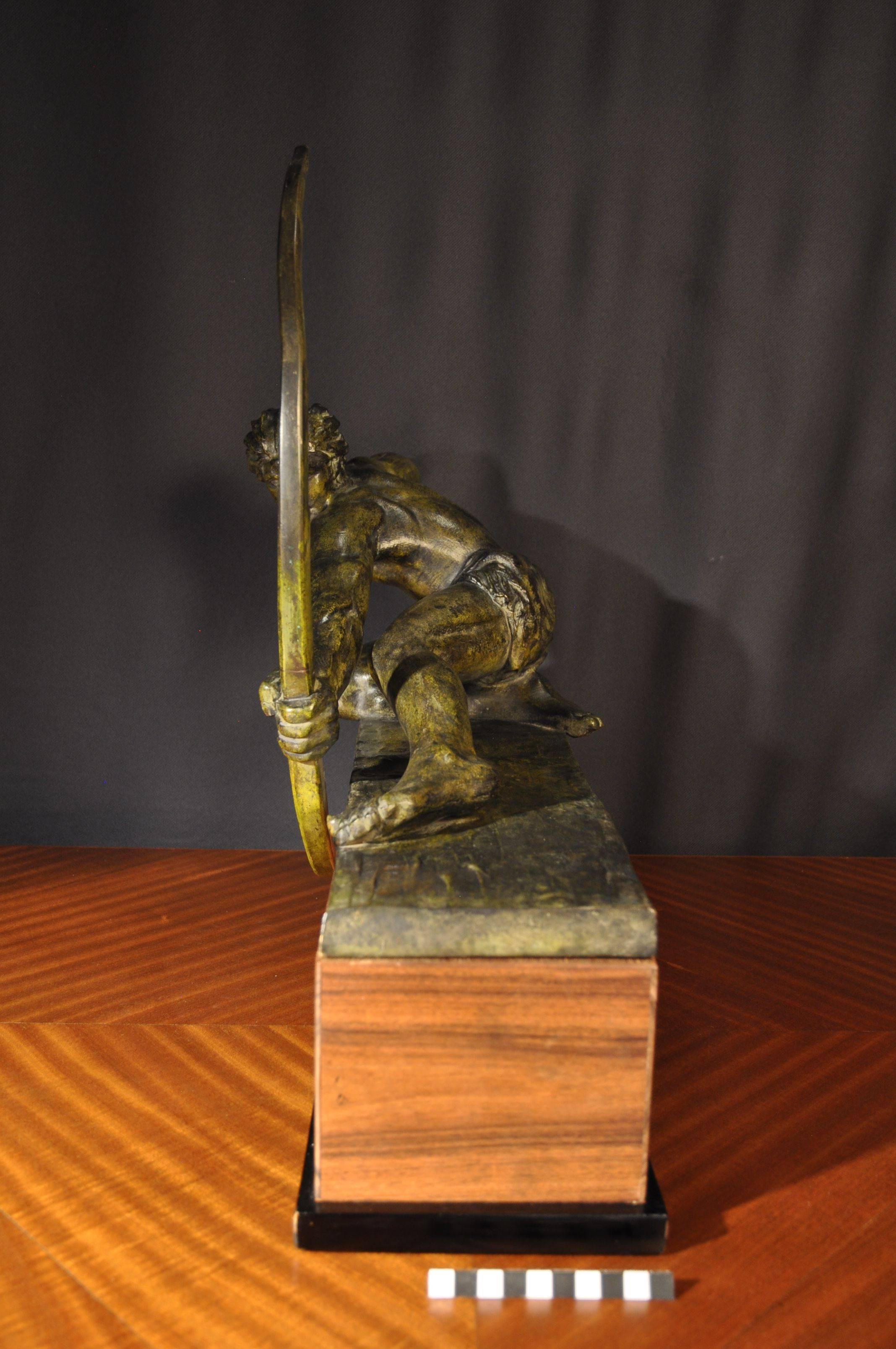 Vue de profil de la sculture en bronze d Alexandre Kelety