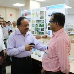 Lab Visit: with Hon. Dr. Harsh Vardhan, Minister S & T, Govt. of India