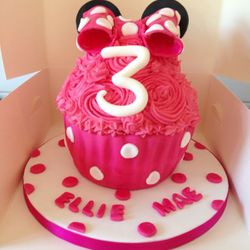 Minnie Giant Cupcake.