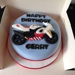 R1 Motorcycle cake.