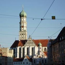 St. Ulrich (mit Zwiebelturm) in Augsburg