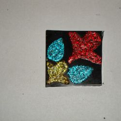 Embossed effect glitter painting on a glass plate...