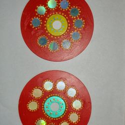 Can you guess on what i have painted? This is a useless virus affected CD which can be clubbed together and hung on a wall