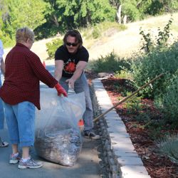 Dr. Roberts and other Kiwanis members come together to keep Antioch beautiful!