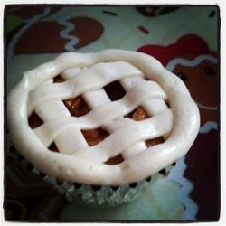 Ever have a day where you can't decide between pie and a cupcake? Now you don't have to! Apple Pie cupcakes!