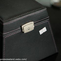 premium jewelry box in Thames store