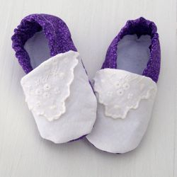 Little girl crib shoes made from a lace hanky