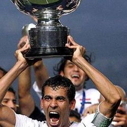 Younis Mahmoud lifts the 2007 AFC Asian Cup trophy