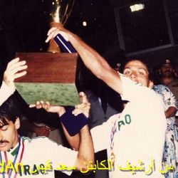 Saad Qais and Habib Jafar lift the 9th Arabian Gulf Cup trophy in 1988