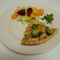 Veggie quiche with fruit