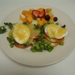 Asparagus and tomato benedict with fruit