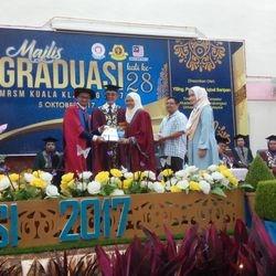 Tokoh Pelajar Terbaik Keseluruhan 2017 Intan Azureen Hamran