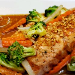 Grilled Salmon Fillet with Garlic Pepper sauce