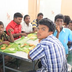 Padikkattugal Providing Lunch to Underprivileged Kids