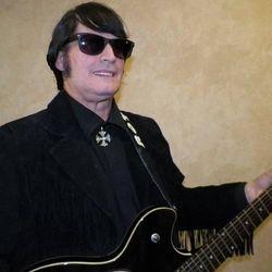 Steve Dorsey as Roy Orbison