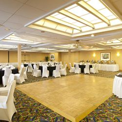 Manatee Ballroom (this hall breaks into four 1378sqft meeting rooms)