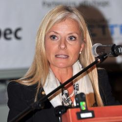 Mme Isabelle VanDenakker