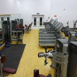 7 Treadmills, 5 crosstrainer, 8 bikes, 3 rowers